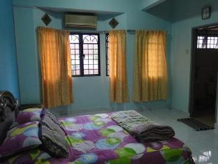 Bandar Tasik Selatan Home Vacation Kuala Lumpur - Bedroom