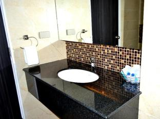 Flipper Lodge Pattaya - Superior Building B - Bathroom