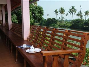 Backwater Breeze Hotel - Kumarakom