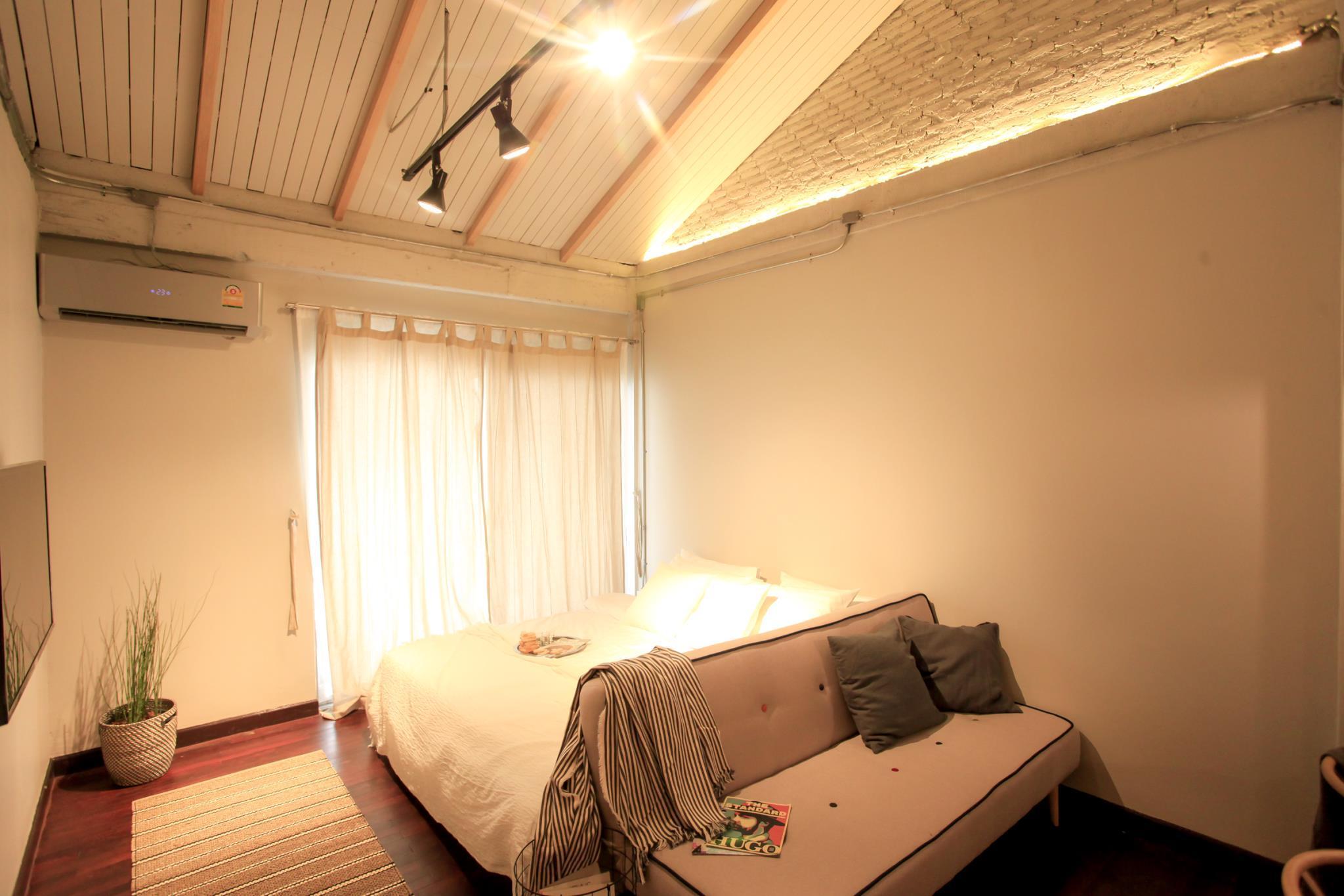Designer Loft Guest House-5 bedroom with garden
