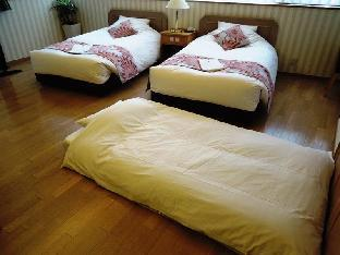 Premium Twin Room for 3 Adults (2 Single Beds&1 Futon)