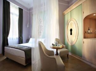 Chateau Monfort Hotel Milan - Guest Room