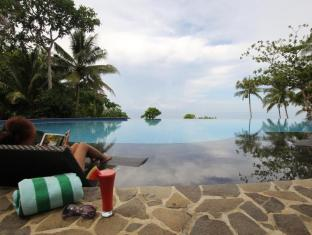 Amun Ini Beach Resort & Spa Bohol - Infinity pool