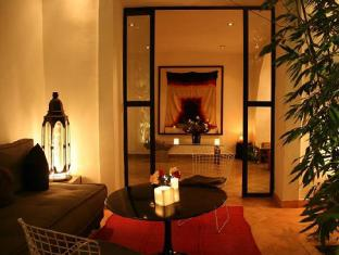 Le Nid by Sanssouci Collection Marrakech - Hotel Courtyard by night