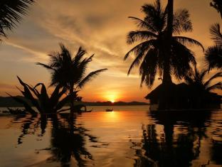 Lam Sai Village Hotel Phuket - Swimmingpool