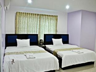 Room 5 - Twin