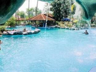 Condominium Danau Toba Hotel Medan - Swimming Pool
