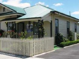 AAA-Ye Olde Post Office Cottage Bed & Breakfast