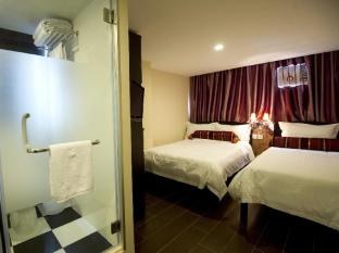 California Hotel Hong Kong - Triple Room - 1 Double Bed & 1 Single Bed