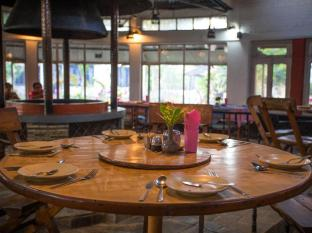Chitwan Adventure Resort Chitwan - Dining area