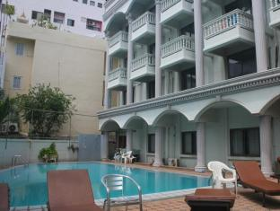Honey Lodge Pattaya - Swimming pool
