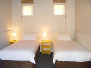 Ashanti Gardens Guesthouse Cape Town - Guest Room with Twin Beds