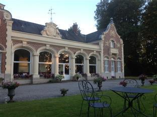 Le Chateau des Ormes Hotel