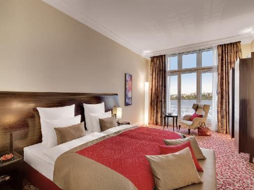 Best guest rating in Hamburg ➦ Steigenberger Hotel Hamburg takes PayPal