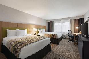Front view of Country Inn and Suites by Radisson Seattle-Bothell WA