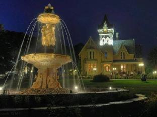 Elmhurst Inn & Spa