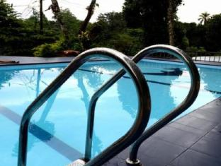 Blue Haven Guest House Kandy - Outdoor Swimming Pool