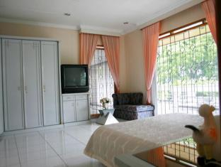 Private Family Villa Bandung - Guest Room