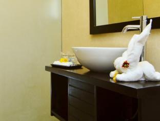 Sarinande Hotel Bali - Vannas istaba