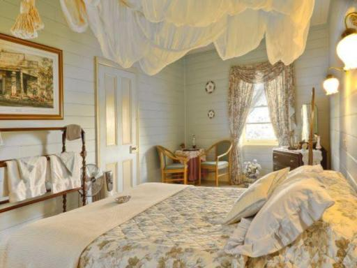The Two Story Bed and Breakfast hotel accepts paypal in Tilba Tilba