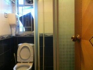 Hong Kong Hotel Accommodation Cheap | Hong Kong Hostel Hong Kong - Triple room bathroom