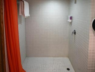 Hong Kong Hotel Accommodation Cheap | Hong Kong Hostel Hong Kong - Shower
