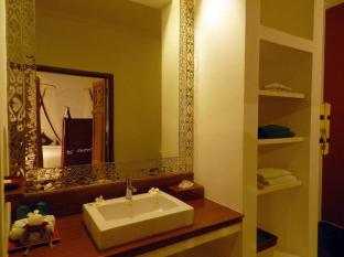 Blue Bird Hotel Bagan - Bathroom