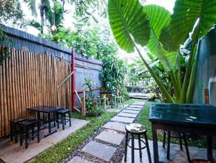 Phuket Ghetto Childs Hostel Phuket - Garden
