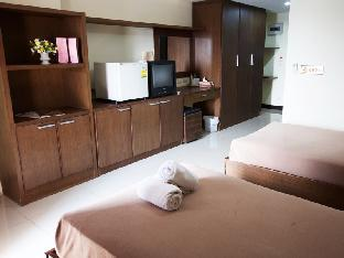 Airport Resident 2 guestroom junior suite