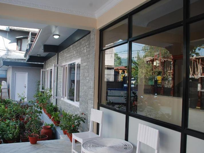Hotel 2BR Easton Park Residence - Roi Putra 4 - Jl. Raya Jatinangor No.78 - Bandung