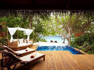 Baros Maldives guestroom junior suite