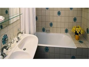 Savoy Hotel Geneva - Bathroom
