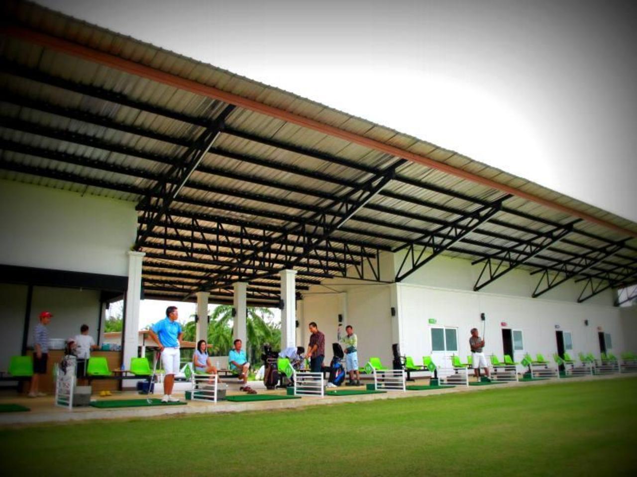 ปาล์มไดรฟ์วิ่ง เรนจ์ แอนด์ รีสอร์ท (Palm Driving Range & Resort)
