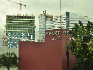 The Fort Budget Hotel - Bonifacio Global City Manila - Fort Strip - Walking Distance