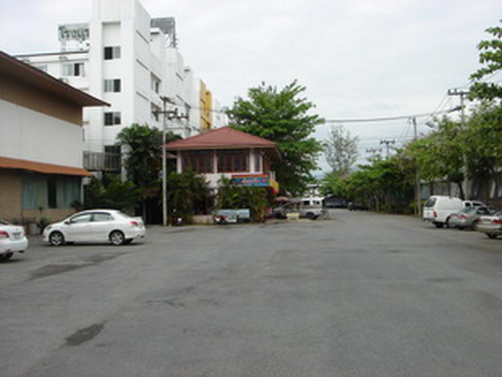 โรงแรมอุษา แฟมิลี
