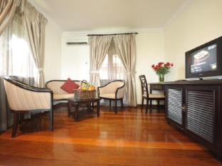 Sibu Island Resort Mersing - Serindit Suite (Living Room)