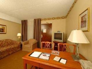 Front view of Embassy Suites by Hilton Denver Central Park