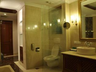 The Uppal - An Ecotel Hotel New Delhi and NCR - Premium Deluxe Bathroom