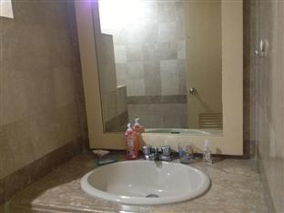Suite 5C LPL Tower Serviced Apartments Manila - Sink Area