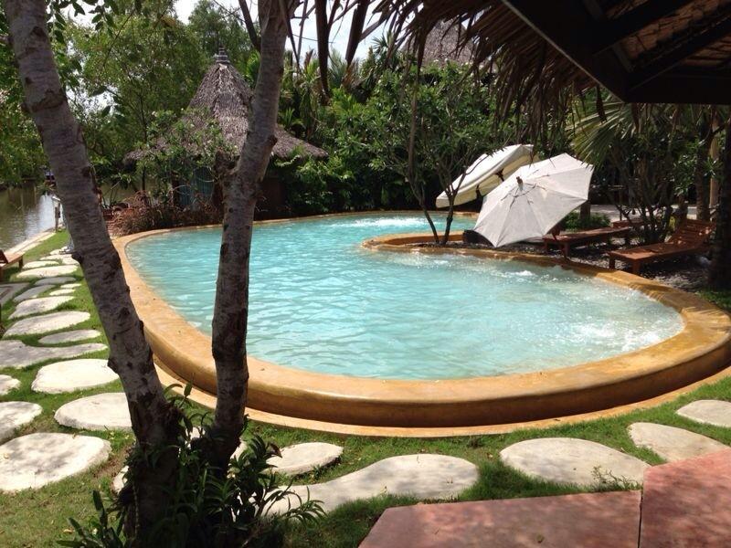 安帕瓦俱乐部水疗度假村,อัมพวา คลับ รีสอร์ท แอนด์ สปา