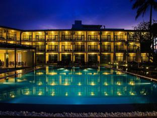 Camelot Beach Hotel Negombo - Pool wing