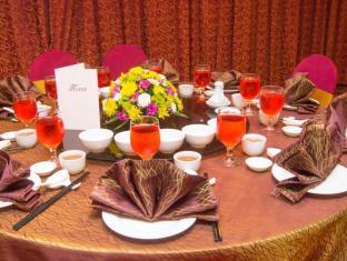 Grand Continental Kuching Hotel Kuching - Comida y bebida