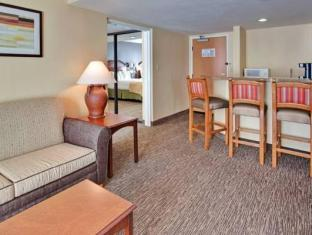 Holiday Inn Hotel And Suites Anaheim Anaheim (CA) - Suite Room