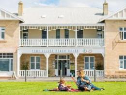 Port Elliot Beach House YHA Hostel