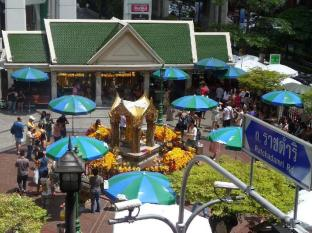 The Berkeley Hotel Pratunam Bangkok - Erawan Shrine
