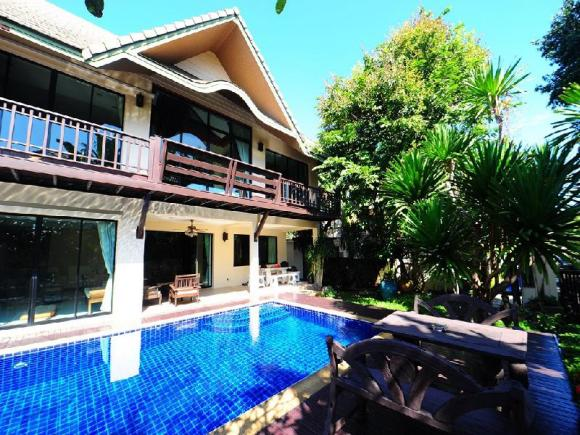 4 Bedroom Thai Style Villa with Pool in Pattaya