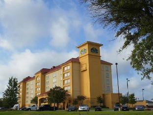 La Quinta Inn & Suites Arlington North Six Flags Drive