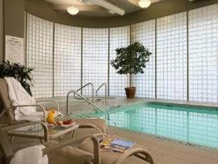 Radisson Vancouver Airport Hotel Richmond (BC) - Swimming Pool