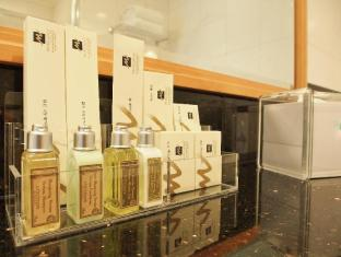 Metropark Hotel Causeway Bay Hong Kong - Bathroom Amenities for Executive Suite