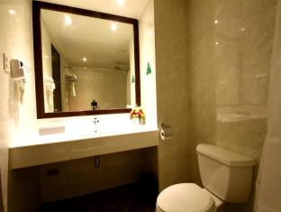 Mandarin Plaza Hotel Cebu City - Bathroom